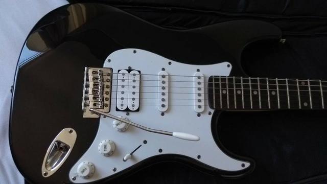 Guitarra Eagle STS 002 + Case - Foto 5