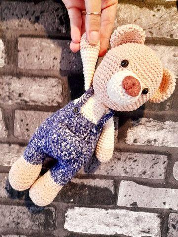 Urso de Jardineira Amigurumi