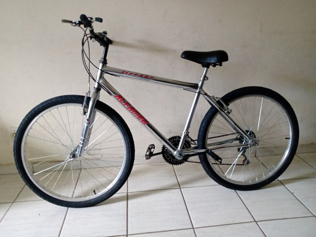Bicicleta aro 26 impecável cromada sem detalhes