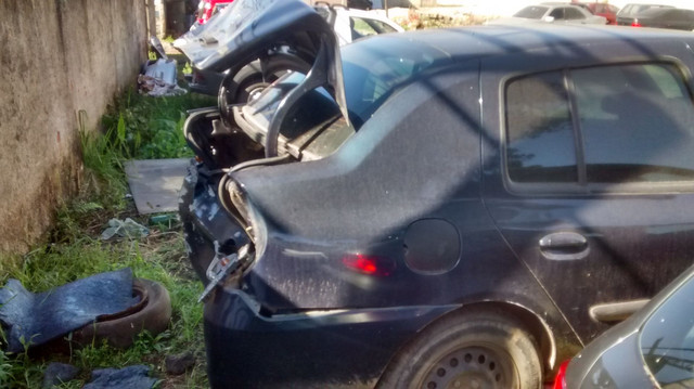 Renault Clio sedã batido - Foto 3