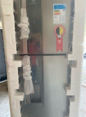 Refrigerador Eletrolux 382 litros inox com dispensor de água ?  - Foto 3
