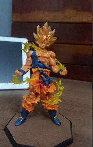 Action figure Goku super sayajin NOVO