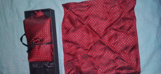 gravata de tipo classico vermelha com lenço - Foto 3