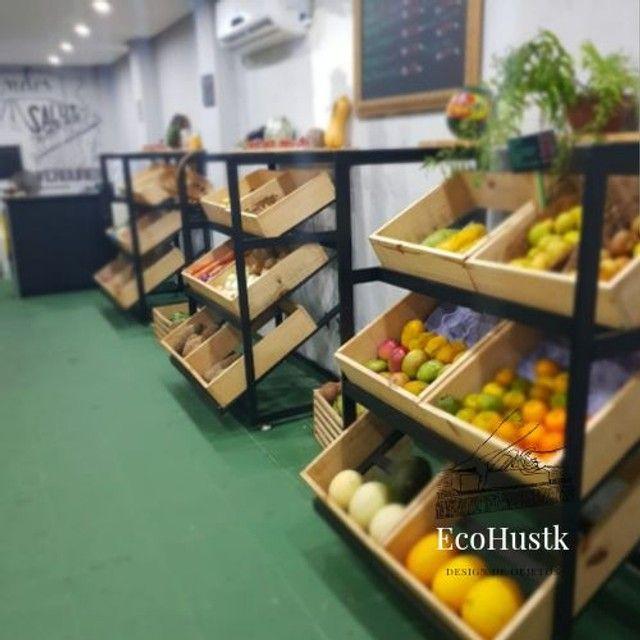 Expositor de frutas com 6 caixas -oficina EcoHustk.  Fazemos sob medida