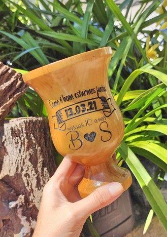 Cuia em Madeira Lisa com pé Personalizada - Foto 4