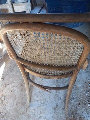 Cadeira antiga. Leia a  abaixo