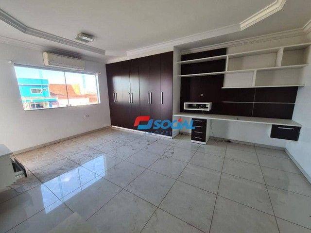 Sobrado com 5 dormitórios à venda, 300 m² por R$ 950.000,00 - Nossa Senhora das Graças - P - Foto 14