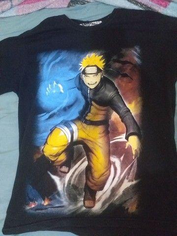 Camisas de Naruto e attack on titan, e saia akatsuki