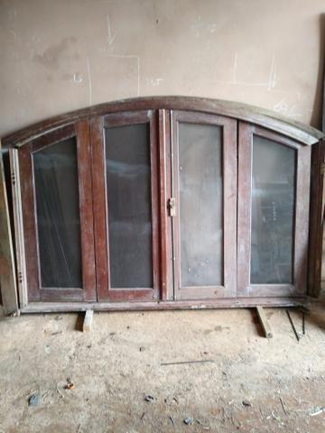 Vendo porta e janela material de demolição