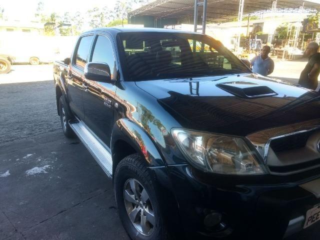 Toyota Hilux 4x4 aut .carro de fino trato