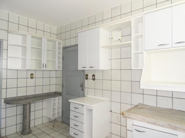 Apartamento com 3 Quartos para Alugar, 130 m² por R$ 800/Mês - Foto 17