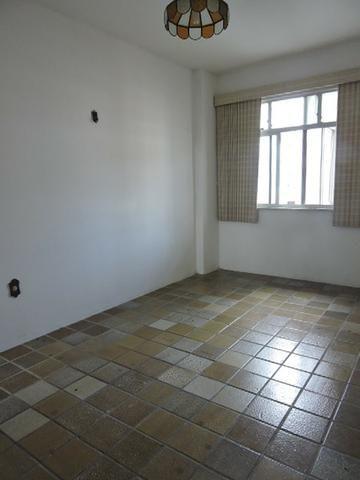 Apartamento com 3 Quartos para Alugar, 130 m² por R$ 800/Mês - Foto 13