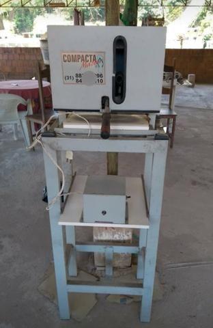 Máquina de fazer chinelos+ facas de corte vendo barato