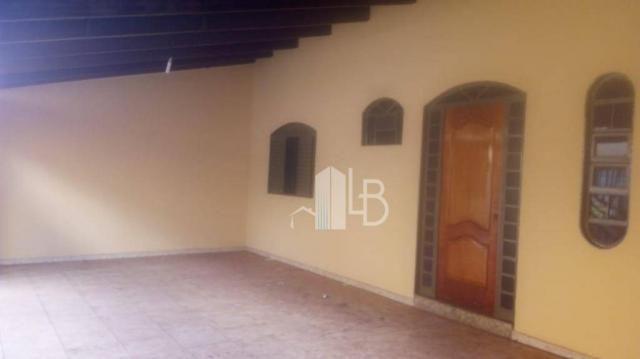 Casa com 3 dormitórios para alugar, 90 m² por R$ 2.000,00/mês - Santa Mônica - Uberlândia/