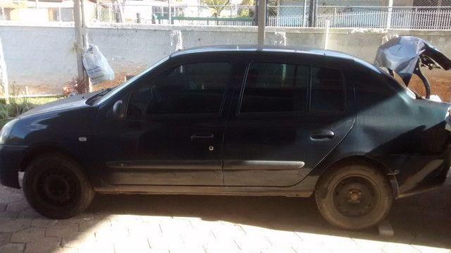 Renault Clio sedã batido - Foto 2
