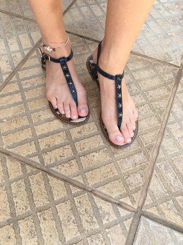 Sandália rasteirinha azul Mariotta - Foto 2