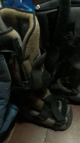 Vendo o par de botas ortapédica G vai ate o numero 43 super nova