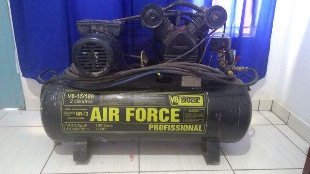 Compressor de ar 15 PÉS 100 LITROS V8