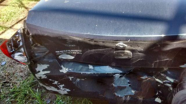 Renault Clio sedã batido - Foto 6