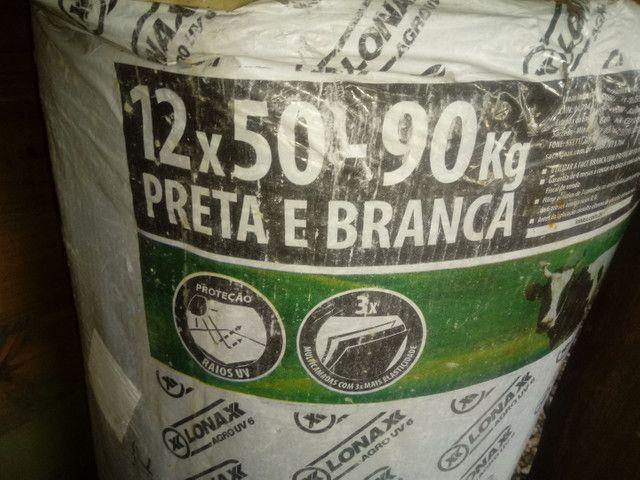 Lona silagem branca e preta gram 200. 12x50 - Foto 3