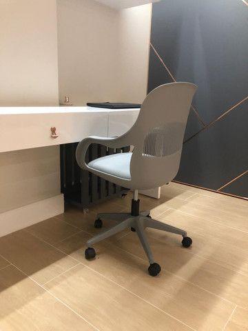 Cadeira Cinza / Escritório - Foto 2