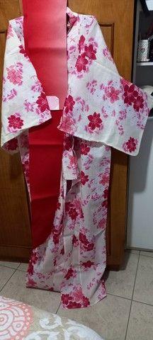 Kimono Feminino Tradicional Japonês- Floral - Foto 2