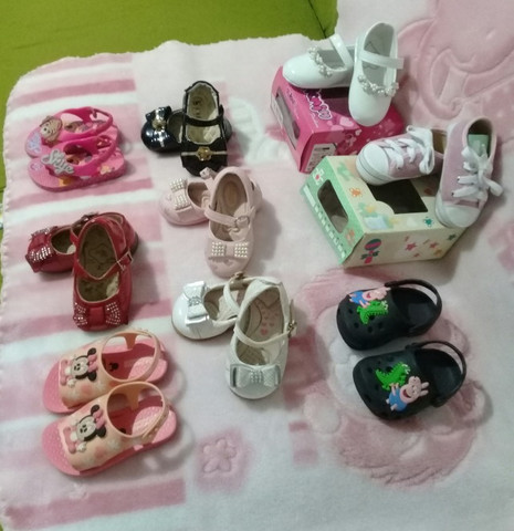 Lote menina 9 pares calçados número 18 - Foto 5