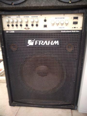 Vendo essa caixa amplificada 500 watts