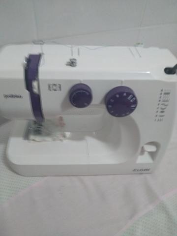 Vendo uma máquina de costura nova