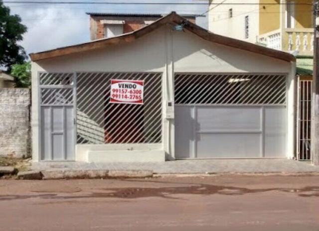 Vendo uma Casa em frente ao Depósito da Domestilar. Super bem localizado oferta única!