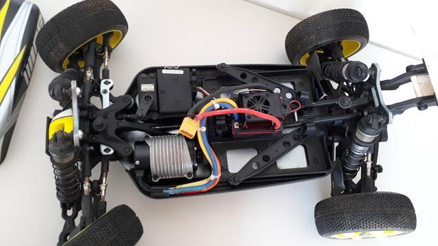 Buggi controle remoto elétrico modelo RB escala 1:8 4x4