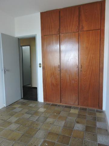 Apartamento com 3 Quartos para Alugar, 130 m² por R$ 800/Mês - Foto 11