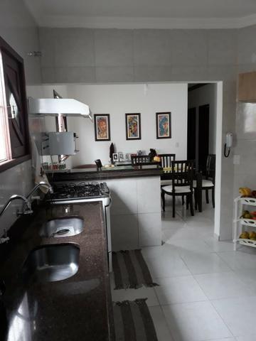 Casa 03 dorm, sendo 02 suite, 02 salas, garagem 04 autos, terreno de 250 mts. (financia) - Foto 9