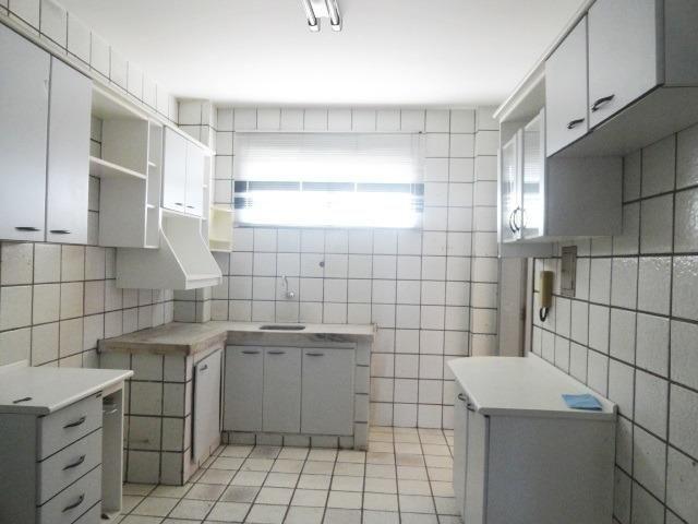 Apartamento com 3 Quartos para Alugar, 130 m² por R$ 800/Mês - Foto 16