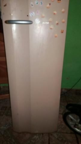 Uma geladeira muito boa .eletrolux - Foto 2