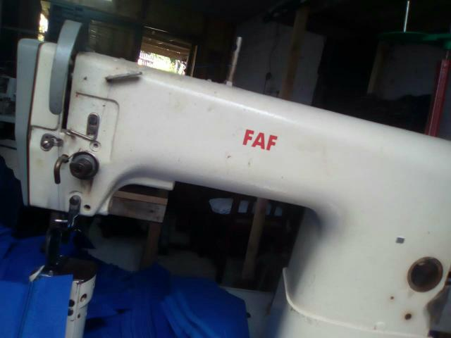 Máquina de costura de coluna de transporte simples