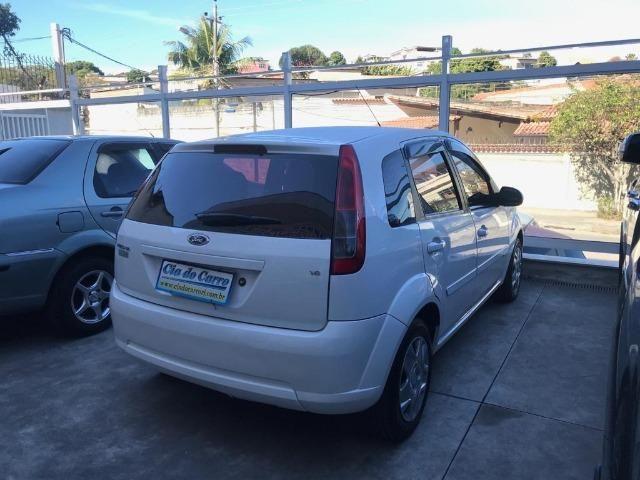 Ford Fiesta Hatch 1.6 Completo e Bem Conservado - Foto 6