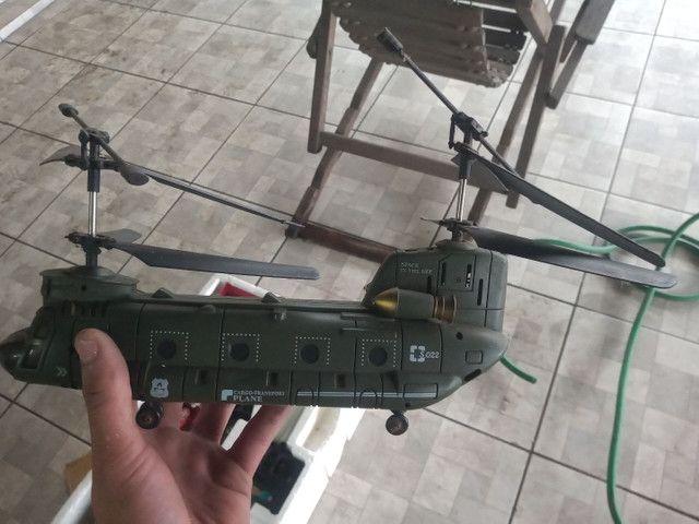 Vendo 1 Helicóptero e 2 Carrinhos de Controle Remoto