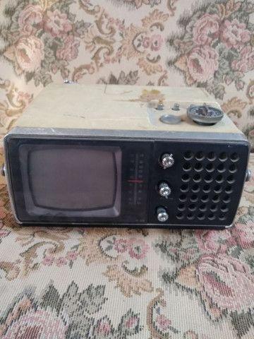 Televisão Portátil Antiga Crown  - Foto 2