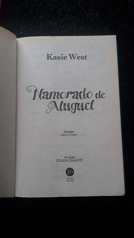 Livro Namorado de Aluguel - Kasie West - Foto 2