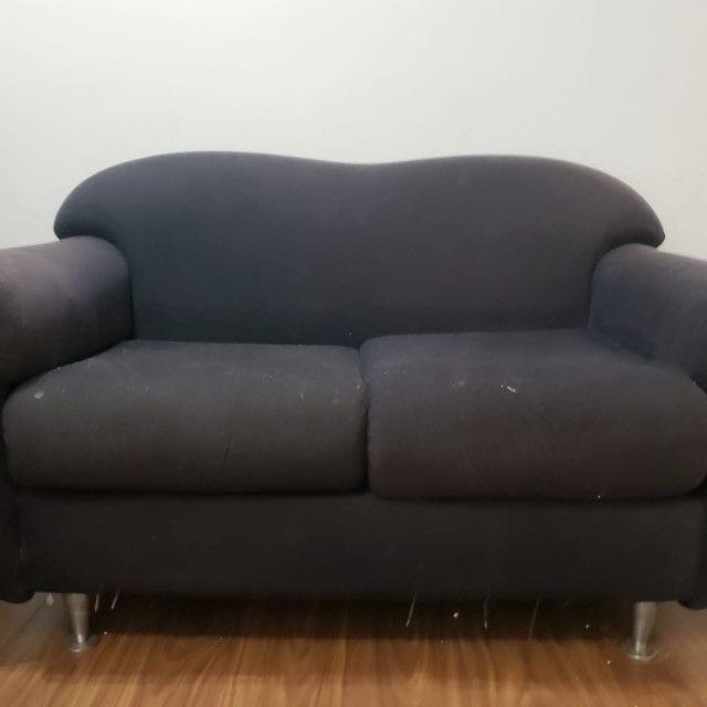 Sofá pequeno preto