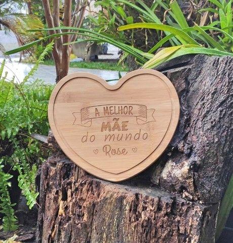 Tábua de Corte em Bambu de Coração Personalizada - Foto 3