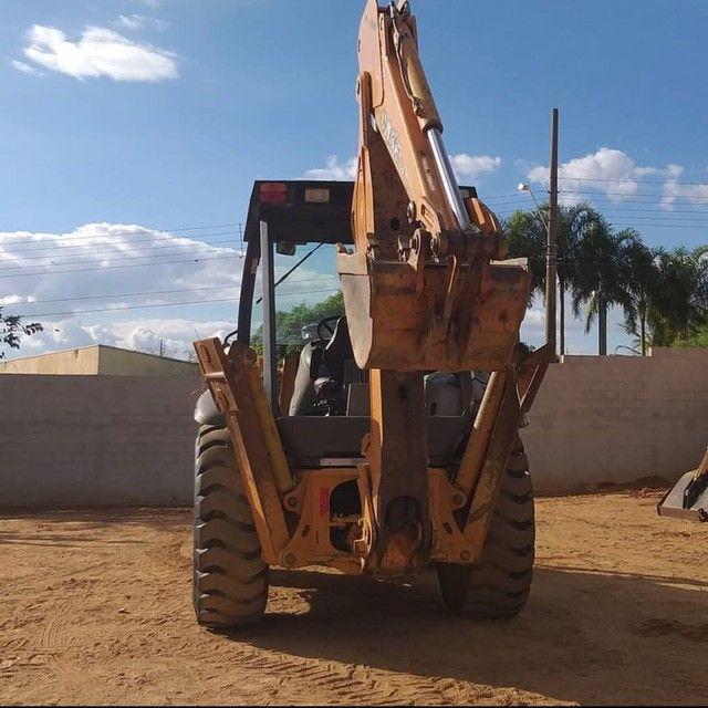 Retroescavadeira 580M 4x4 - Foto 2
