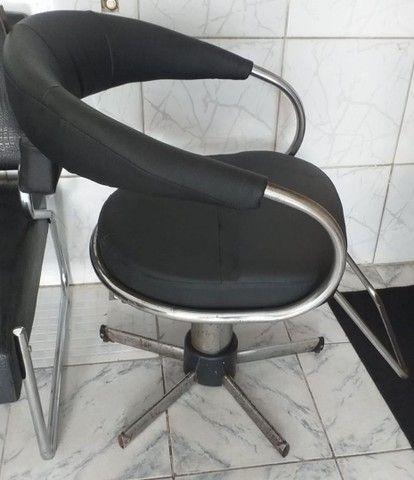 Cadeira de salão em perfeito estado de uso, hidráulico funcionando perfeitamente