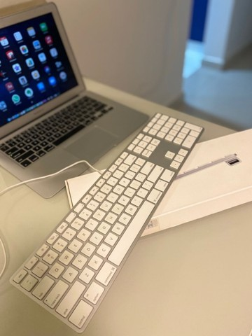 Teclado keyboard original apple mac modelo a1243, com fio e teclado numérico. fantástico! - Foto 3