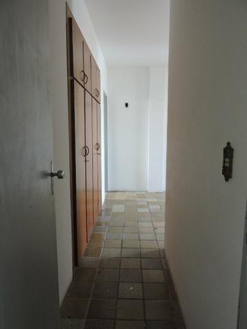 Apartamento com 3 Quartos para Alugar, 130 m² por R$ 800/Mês - Foto 12