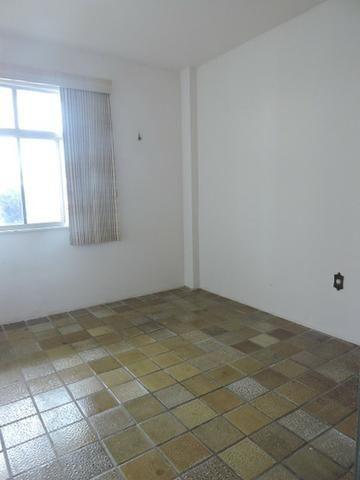 Apartamento com 3 Quartos para Alugar, 130 m² por R$ 800/Mês - Foto 8