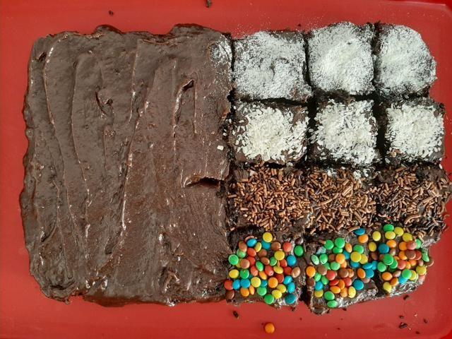 Bolo, docinhos e brownie - Foto 3