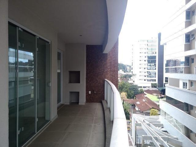 Lindo apto com 3 suítes, localizado numa das regiões mais bonita e valorizada de Joinville - Foto 2