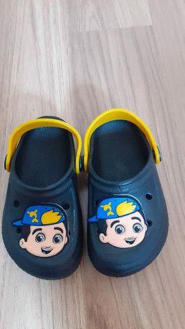 Crocs Infantil Para Menino e Menina (Calçados  Novos) - Foto 2